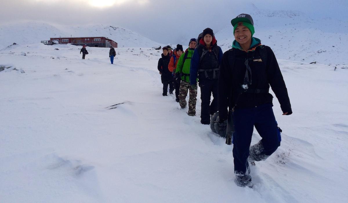 Se billeder: Unge udfordret i meter høje snedynger | Sermitsiaq.AG