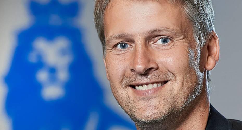 Kendt fodboldkommentator til Grønland | Sermitsiaq.AG