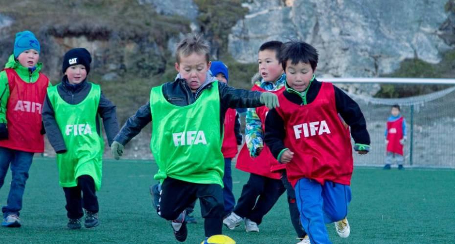 Fodbold, børn, kunstgræsbane, Qaqortoq