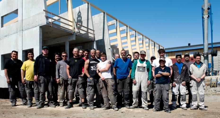 Håndværkere, rejsegilde, Narsaq, skole