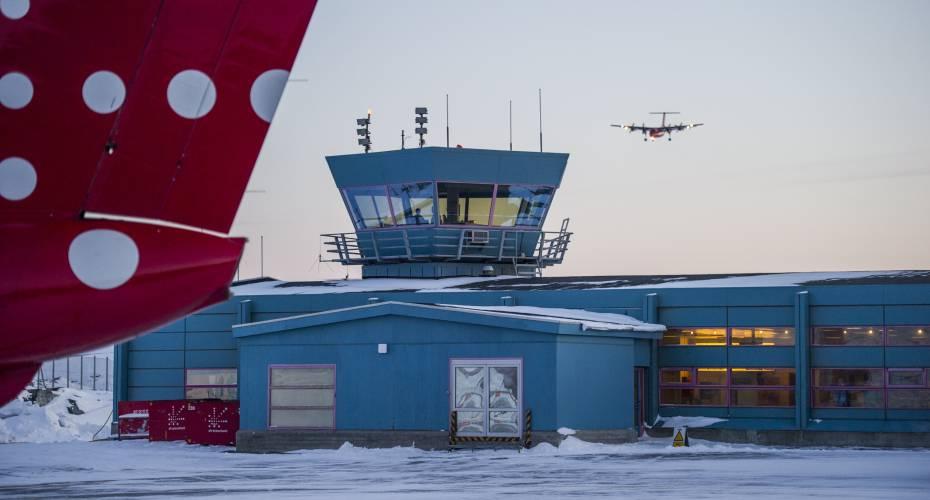 Lufthavnen i Ilulissat er en af de tre lufthavne, som Kallaallit Airports har asnvaret for at udbygge. De to andre er lufthavnene i Nuuk og Qaqortoq.