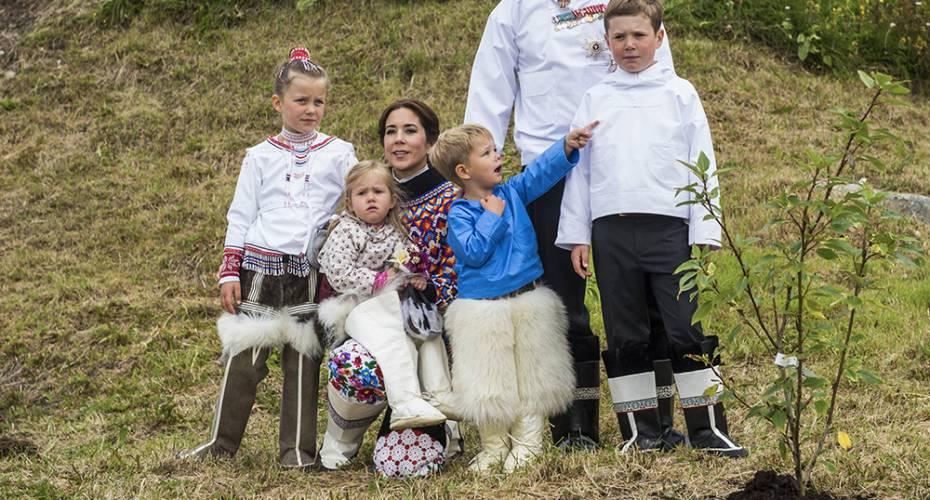 Kronprinsparret, Qaqortoq, familiefoto, Ivalos og Miniks Poppellund