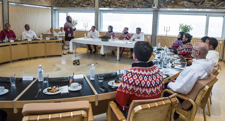 Kronprinsfamilien i Nuuk, Kommuneqarfik Sermersooq, byrådssalen