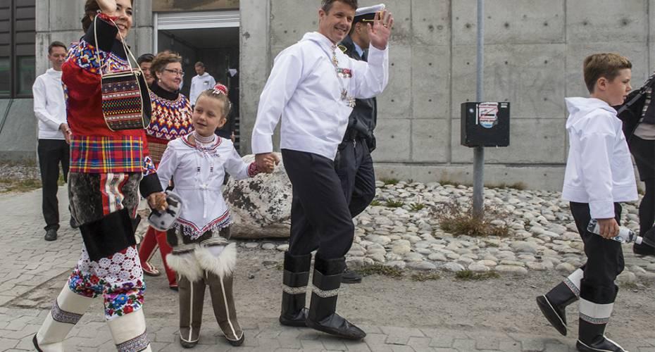 Kronprinsfamilien i Nuuk, Mary, håndtaske fra Qeqertarsuatsiaat