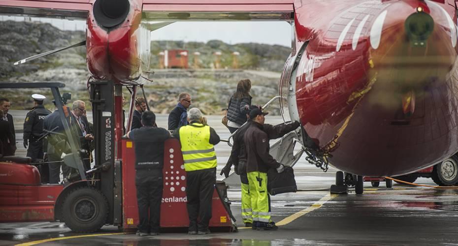 Kronprinsfamilien i Grønland, Air Greenland, Nuuk Lufthavn