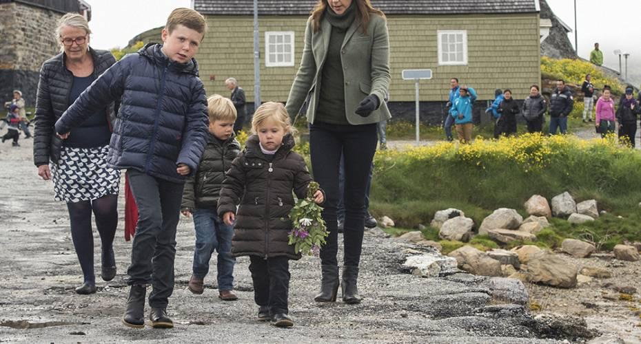 Prins Christian, prins Vincent (Minik), prinsesse Josephine (Ivalo), Mary, Mikaela Engell, Nanortalik