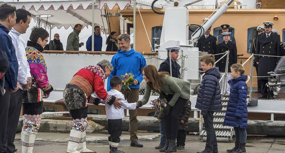 Kronprinsfamilien, Noah Frederiksen, blomster, havnen, Nanortalik