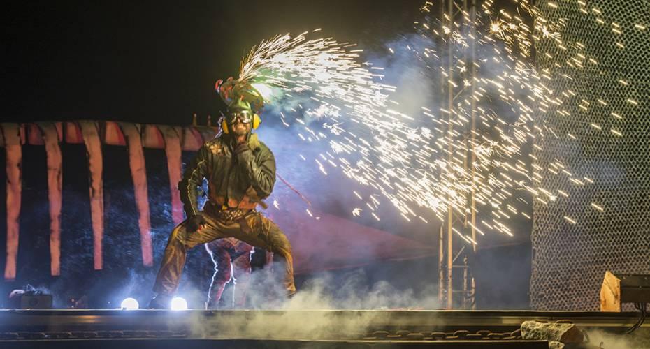 Toqqortat, cirkus, teater, ild