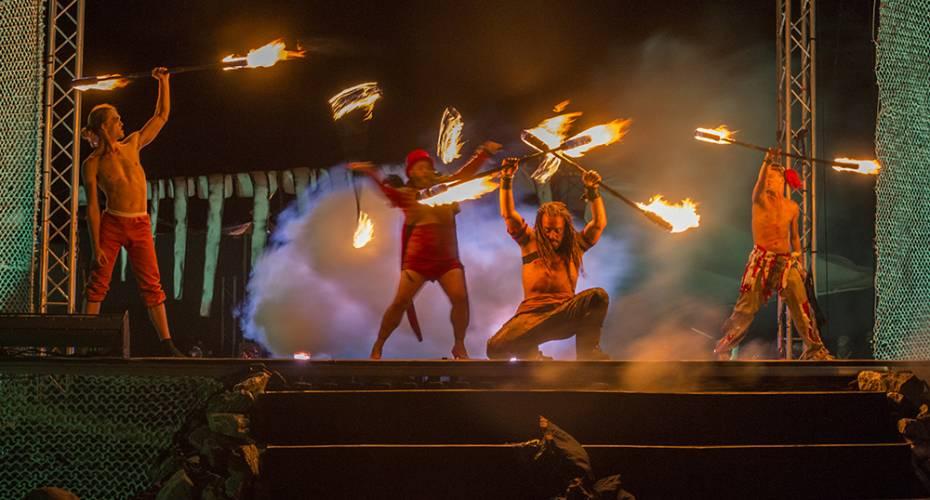 Toqqortat, cirkus, teater, ildshow